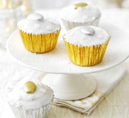 Christmas cake cupcakes - But using the Hummingbird Bakery 'Cake Days' recipe