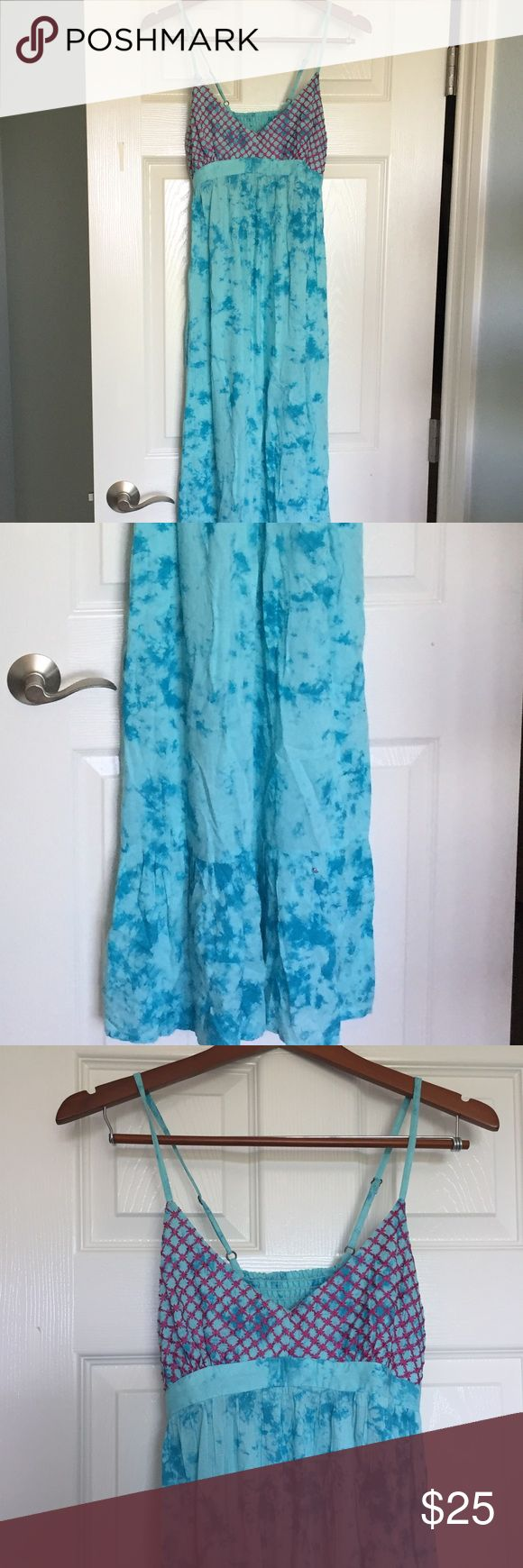 NWOT Rip Curl Turquoise Maxi Dress Like new condition turquoise maxi dress from Rip Curl. Great for vacation! Lightweight but not sheer fabric. Naturally crinkled material with a little ruffle hem. Rip Curl Dresses Maxi