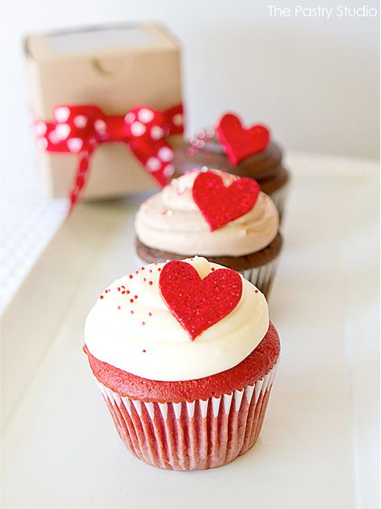 glittering hearts valentine cupcakes