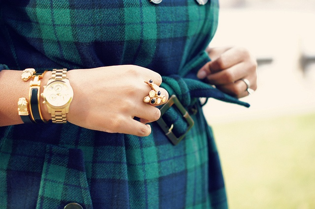 Close-up of the Tommy Hilfiger Wool-Blend Plaid Trench on @Closet Confections - Fashion Blogger