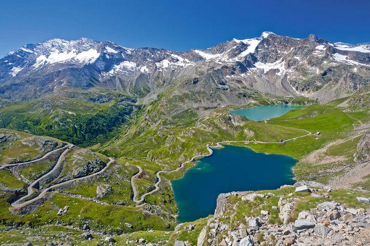 Európa egyik legnagyobb és legjobban megőrzött természeti területe a Gran Paradiso Nemzeti Park, amely nevét Olaszország legmagasabb csúcsáról, a Gran Paradisoról kapta, amely az egyetlen 4000 méter fölötti csúcs az Alpokban, amely teljes egészében az ország határain belül fekszik. A területet Olaszország első nemzeti parkjának 1920-ban jelölték ki, részben azért, hogy megvédjék a kőszáli kecskék fogyatkozó populációját...