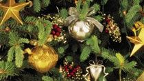 Plain papier maché goes glitzy with metallic paints and ribbon to dress up your holiday tree. Mary's Flowers & Gifts, LLC DIY und Kunsthandwerk