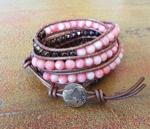 Bracciale cuoio donna // perle color corallo e cristalli bronzo // Bracciale wrap stile Chan luu // Bracciale boho wanderlust // Per lei