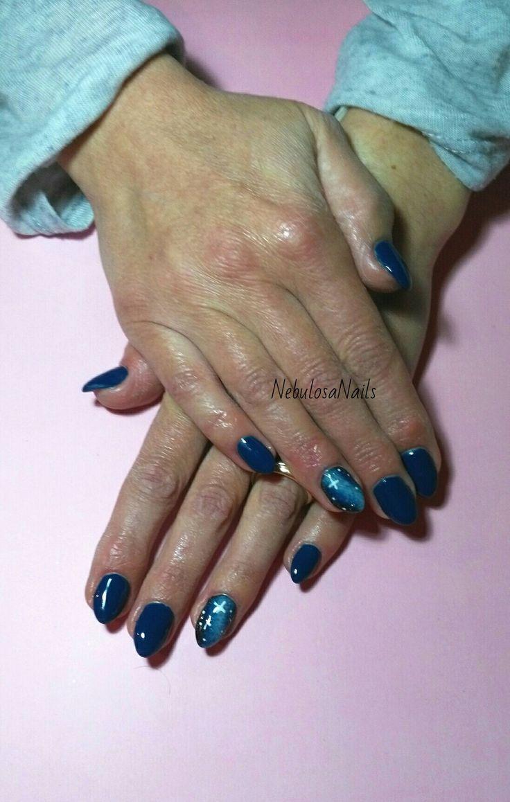 Copertura gel  #coperturagel #blunotte #spazio #space #universo #stelle #decoro  #curadellemani #manicurate #mani #hands #bigliettodavisita #lospecchiodise #delicato #delicate #elegante #elegant #bellezza #cura #manicure #nails #nailart #unghianaturale #italia #napoli