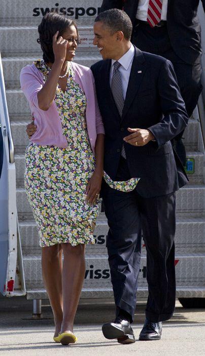 Barack y Michelle Obama. Porque todo gran hombre NO tiene una gran mujer detrás de él, si no a si lado :)