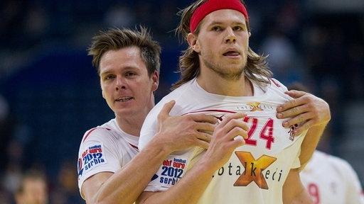 Mikkel Hansen //PSG und Hans Lindberg // HSV Handball beim Rumalbern    repinned by someid.de
