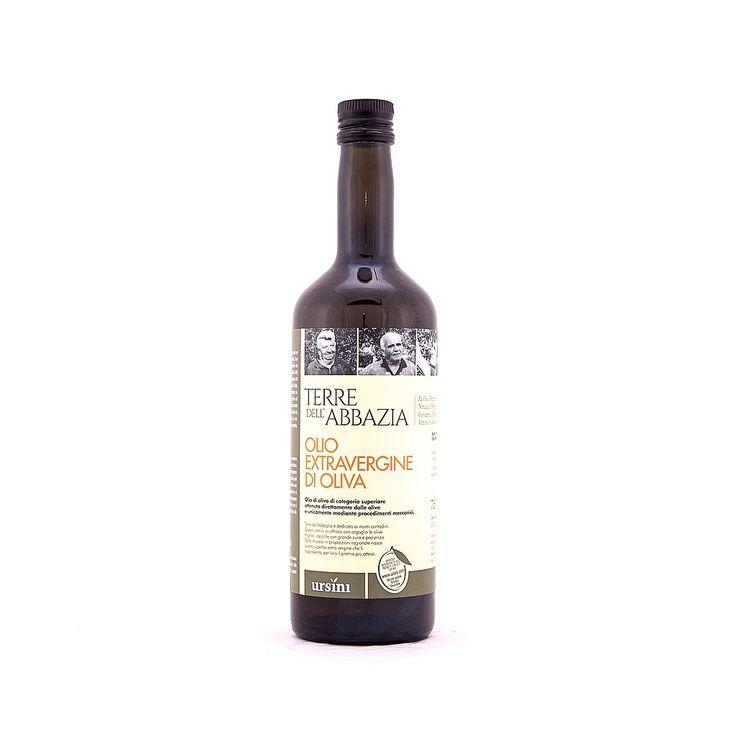 """L' #olio """" #Terre dell' #Abbazia"""" è un #olio #extra #vergine #d'oliva profumato di categoria superiore, ottenuto direttamente dalle #olive mediante procedimenti meccanici, privo di note #amare e #piccanti.  Vengono utilizzate olive di diverse varietà, #Gentile di #Chieti, #Cucco, #Leccino, #Crognalegno, #Ascolana e #Dritta, per ottenere un gusto unico e profumi fini di eleganti di #pomodoro maturo, #banana verde e #vaniglia."""