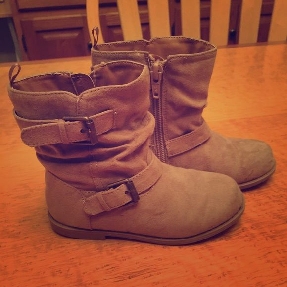Old Navy Boots Old Navy Girl's size 9 boots. New without tags. Old Navy Shoes Ankle Boots & Booties