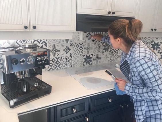 Repeindre des carreaux avec de la chalk paint et des pochoirs deco peindre carrelage cuisine - Repeindre carrelage cuisine ...
