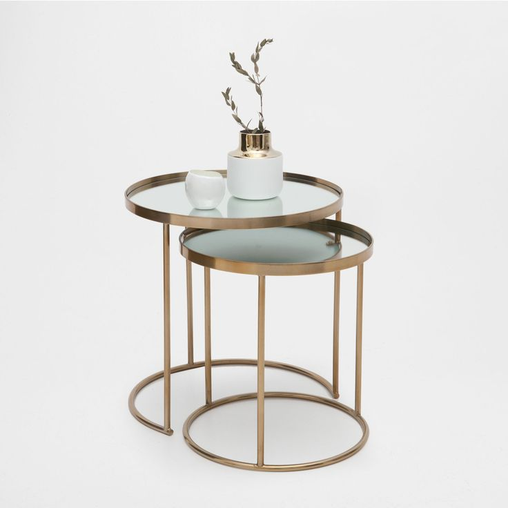 Image 1 of the product Round gold nest of tables (set of 2)