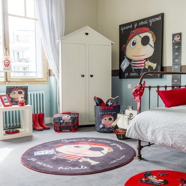 Chambre enfant garçon pirate ( tableau, sac à jouets, tapis, cartable, tirelire, toise ; Disponibles sur www.lecoindescreateurs.com)