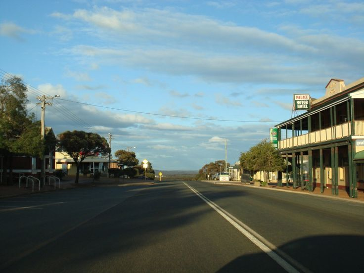 Ravensthorpe main street from the other direction