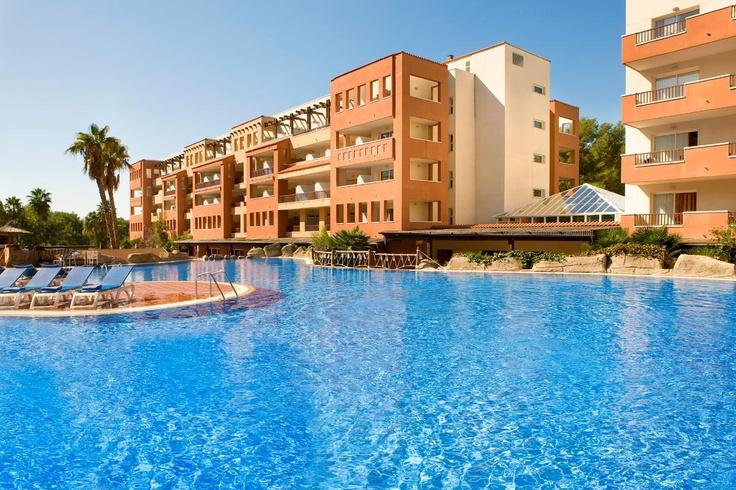 Piscina del hotel #h10 #h10hotels #salou #h10mediterraneanvillage