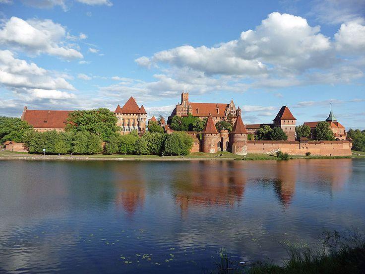 Slot Mariënburg is een groot kasteel (en museum) in de Poolse stad Malbork aan de rivier Nogat en opgericht in 1274. Malbork heette oorspronkelijk Mariënburg (Duits: Marienburg) en was het hoofdkwartier van de kruisridderstaat van de Duitse Orde. Het kasteel werd uit bakstenen opgetrokken in gotische stijl.