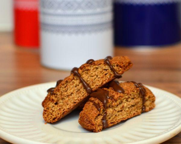 Pepperkake-biscotti med smeltet sjokolade (Bakekona)