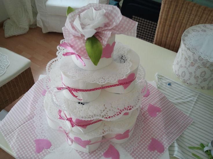 Torte aus Toilettenpapier , als Geburtstagstorte oder Hochzeitstorte :)