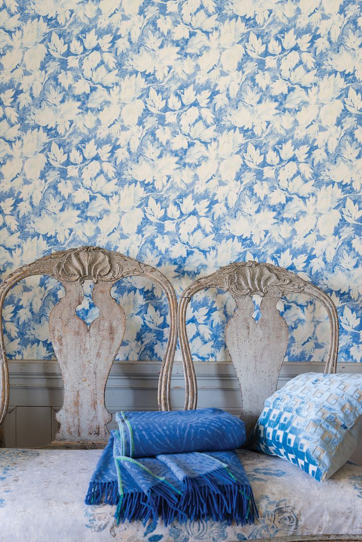 Blue And White Floral Print   Designers Guild Fresco Leaf Wallpaper