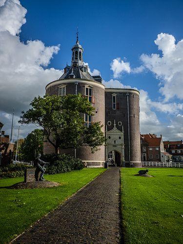 Walking to the Zuiderzee Museum in Enkhuizen.
