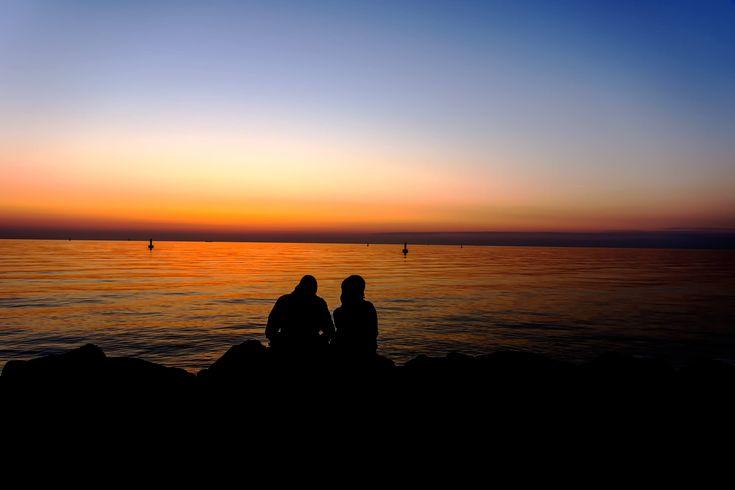 Wenn die Sonne vor Warnemünde versinkt | Pixelino.net