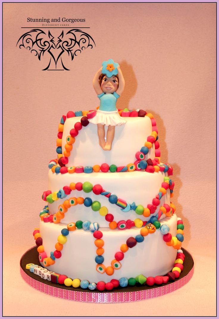 Www.stunningandgorgeous.nl - taart met de kanjerketting. Voor het verhaal achter de taart kijk op mijn site.