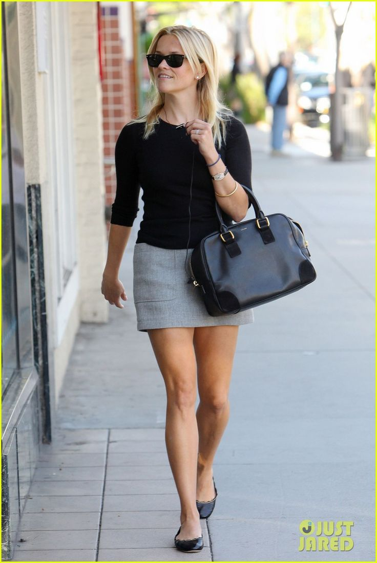 I really like Reese Witherspoon's style.