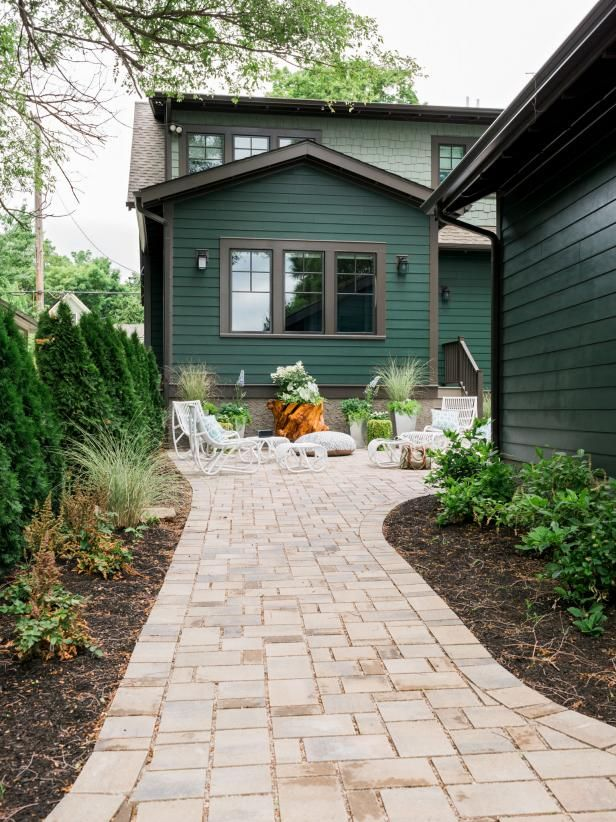 Garage courtyard pictures from hgtv urban oasis 2016 - Exterior house paint colors 2016 ...