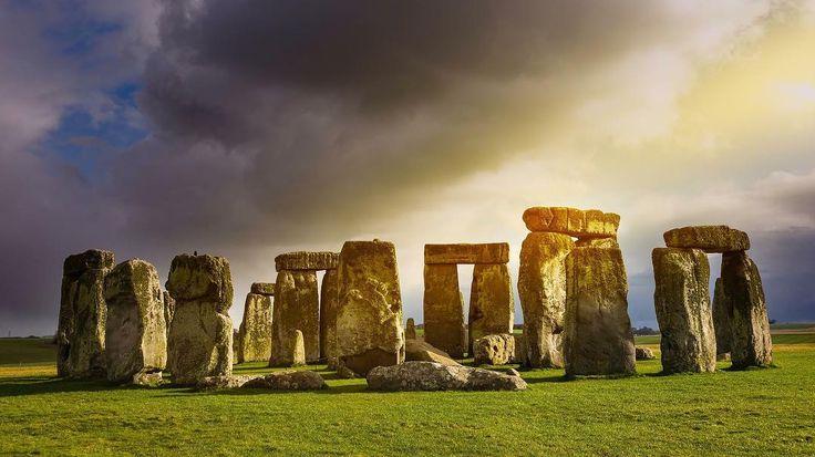 İngilterede bulunan Stonehenge'lerin tarihin en eski hesaplama cihazlarından birisi ve uzayla ilgili bir tür bilgisayar olduğu kanıtlandı.  #stonehenge #england #pc #marconlab