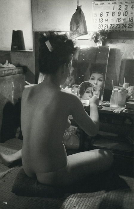 Dancer putting on her make-up, Tokyo, Japan, 1951  Photo by Werner Bischof