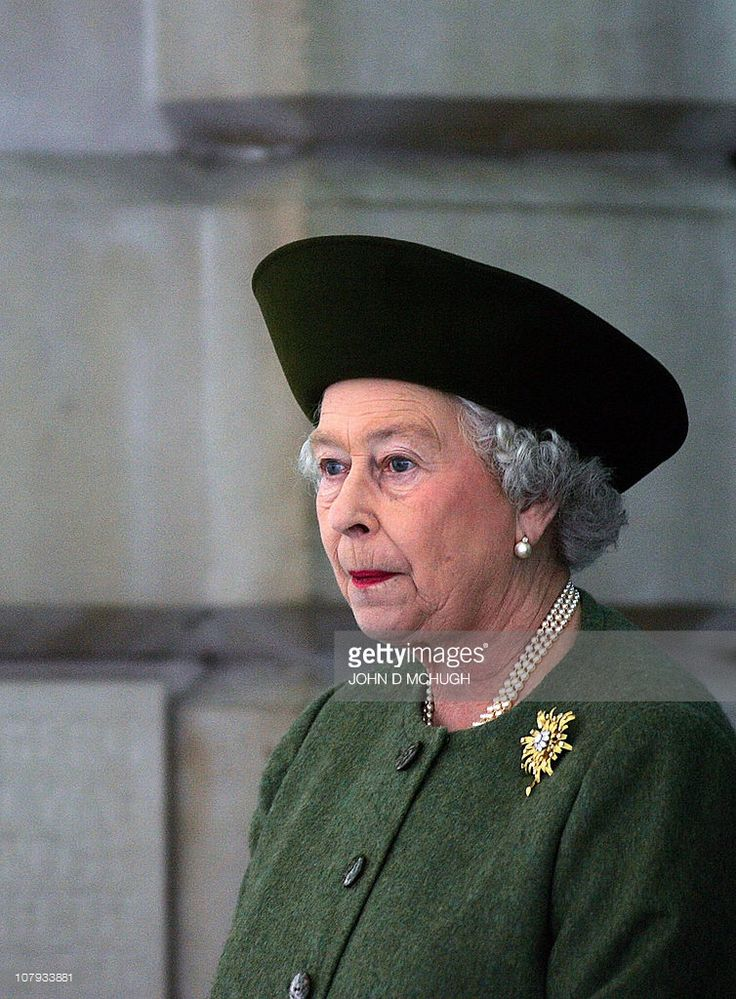 Britain's Queen Elizabeth II leaves the Royal Academy of Arts in London, 09 November 2005, after meeting China's President Hu Jintao and viewing the exhibition 'China, The Three Emperors.' Hu is on the second day of a three-day state visit and staying as a guest of the Queen at Buckingham Palace.