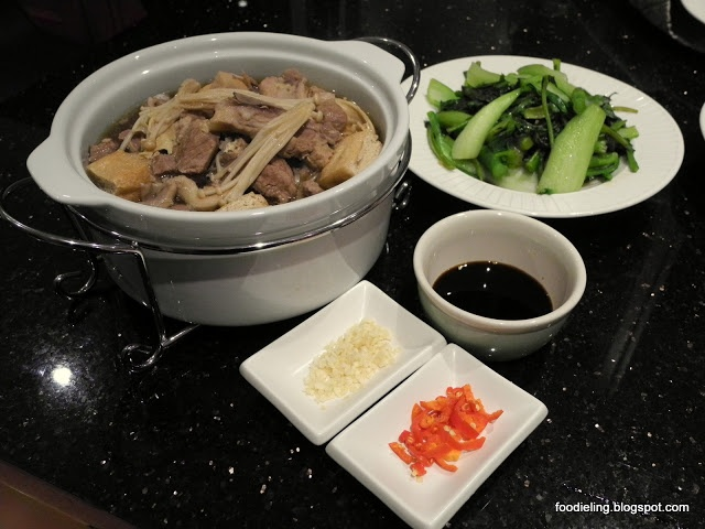 Bah Kut Teh Recipe - Lovely Pork Stew in Spiced clear Broth with Beancurd, Enoki Mushroom and Dipping Sauce. #malaysianfood #chinesefood #bahkutteh #porkstew #recipe #porkrecipe #foodpic #foodphotography #foodie #food #homemade #homecooked #pork
