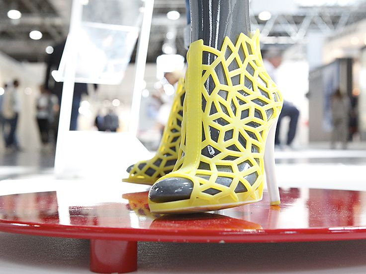 3D printed sandals at GDS in Dusseldorf #3Dprinting #3Dfashion #3Dshoes #madeinitaly  #fair #DigitalCrafts
