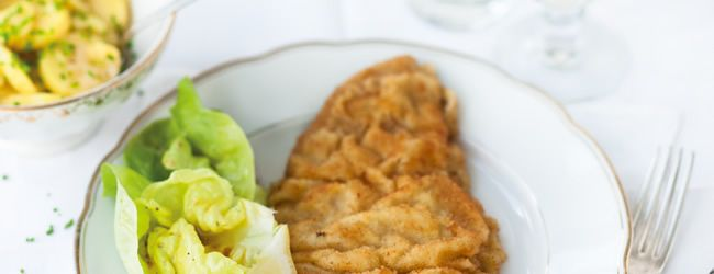 Wiener Schnitzel - Although not invented in Vienna, the breaded and fried veal escalope has long become one of the city's famous icons.  © Österreich Werbung, Wolfgang Schardt