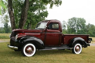 1946 Chevy Pickup to pul the caravan!