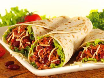 Sábado de Burrito de proteína. - Prepara un burrito o una arepa con pollo desmechado, lentejas, tomate y queso.