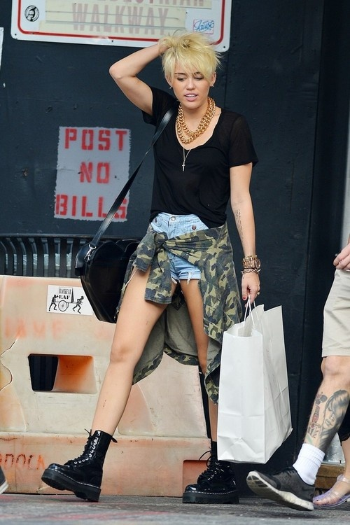 #grunge #boots #necklaces #bracelets #miley cyrus #miley #style
