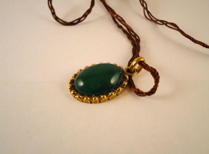 san valentine's day,idea regalo,agata verde,gioiello storico,stile antico,fatto a mano,pietra verde,verde,ottone,ciondolo per rievocazione di Primordi su Etsy