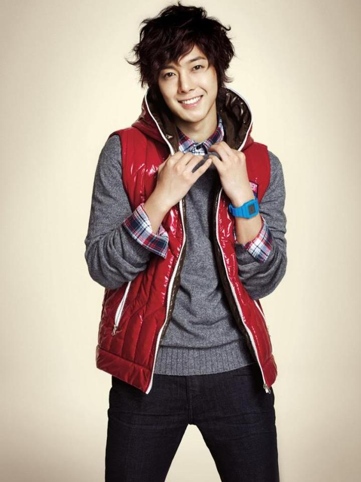 kim hyun joong. Oh I love this look. I've seen a couple other stars go for it as well. ahhhh
