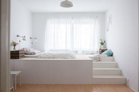 Ein Podest fürs Kinderzimmer mit eingelassenem Bett. Hier zwar in einem Sch