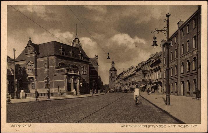 1930 Altstadt Spandau (hinten die Nikolaikirche)
