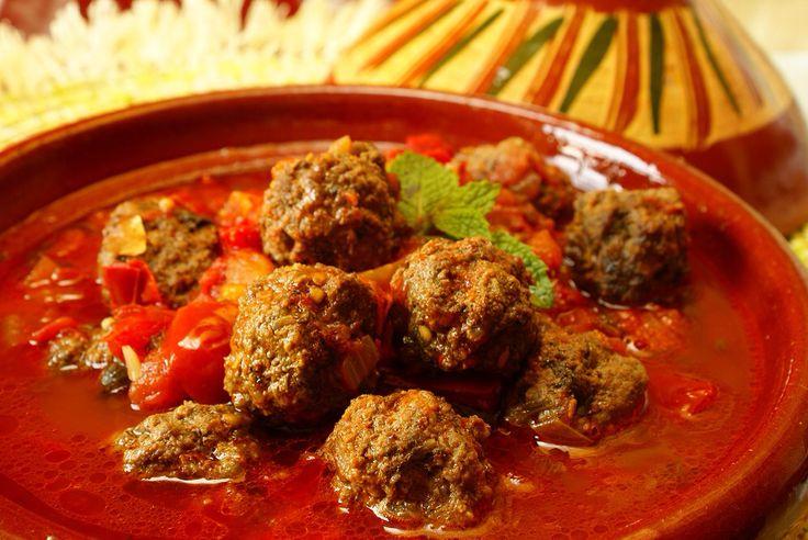 Tajine van lamsgehaktballetjes, groenten, tomaat en amandelen #food #gezond #biologisch