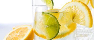 Jeden Morgen ein Glas Zitronenwasser: So beginnt die 17-Tage-Diät nach Mike Moreno.