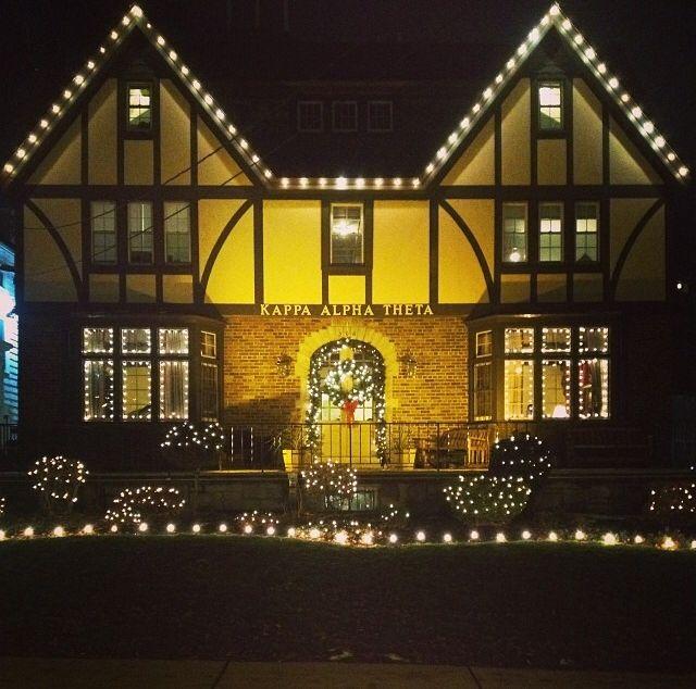 Kappa Alpha Theta, Chi/Syracuse holiday decorations. #thetaholidays #theta1870