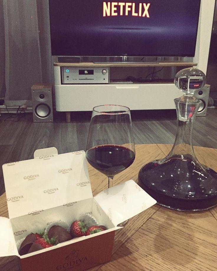 Lady Godiva wine and good movie are my best friends at this cold Sunday evening  #stawberry #in #chocolate #wine #love #movie #evening #sunday #autumn #fall #cold #happy #polishgirl #godiva #netflix #home #london @netflix @godiva by ninaroshe_