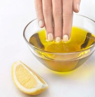 Para ser bela: Hidratar profundamente as mãos secas e maltratadas...