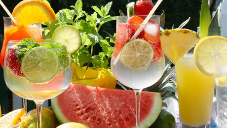 Rezepte für Cocktail-Klassiker und exotische Longdrinks - Mai Tai, Tequila Sunrise, Mojito oder Daiquiri - Rezepte für klassische Cocktails zum selber…