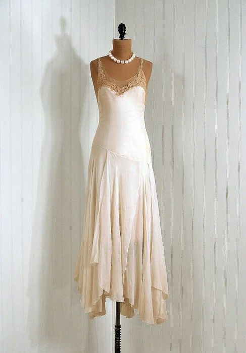 1930's Dress - Wouldn't this be beautiful in the different colors of purple?!?!?