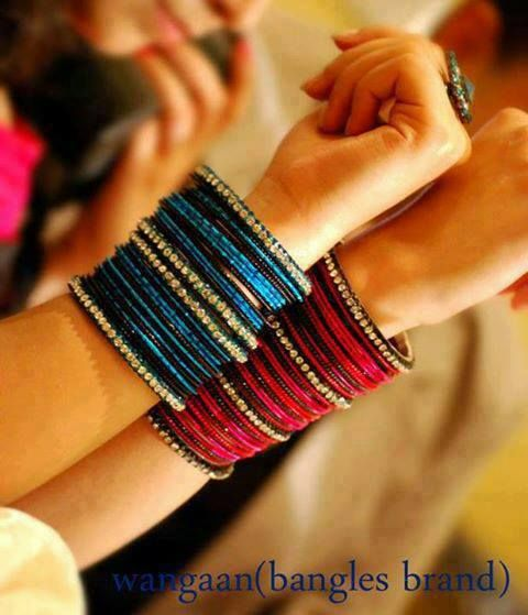 love the colors! I always like plain bangles in one color without much combinations!