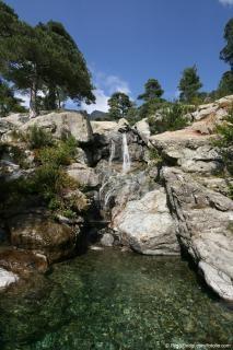 La cascade des Anglais, étape incontournable du GR20, est facilement accessible depuis le parking du col de Vizzavona pour une balade en famille inoubliable. Text in french here. I love the mountains on Corsica, Corse.