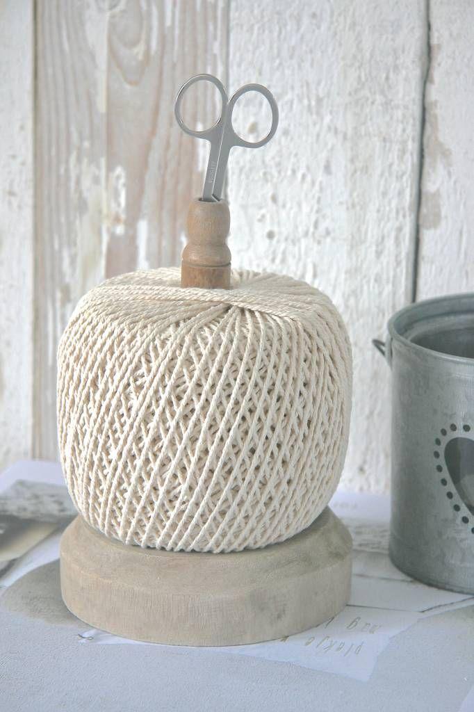 XL touwhouder met bol touw en schaartje op houten klos - label123