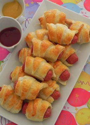 Mini perritos  -  Mini hot dogs                                                                                                                                                                                 Más